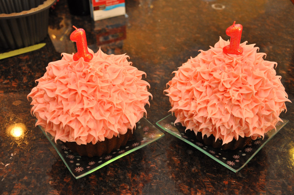 first-birthday-twin-cakes-pink